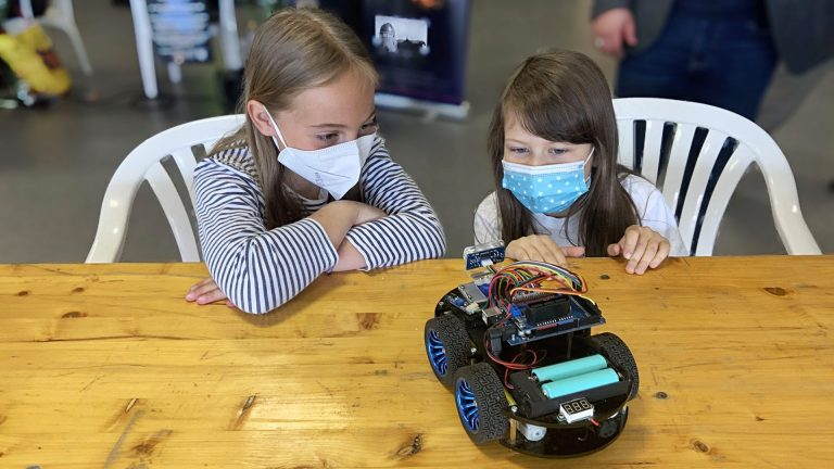 kids with robot